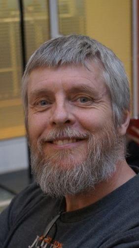 Arne Holmgren underviser i guitar på Odense Musikskole