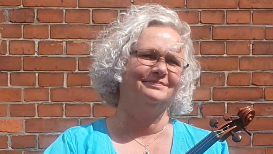 Camilla Axelsen underviser i violin i Odense Musikskole
