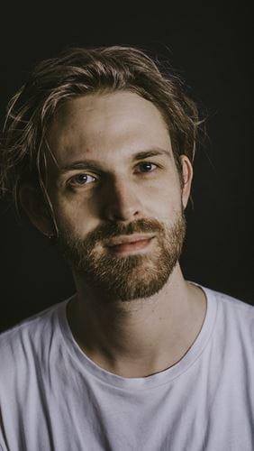 Emil Gemmer Schultz underviser i trommer i Odense Musikskole