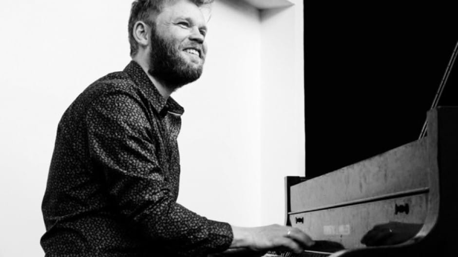 Heine Hansen underviser i klaver på Odense Musikskole