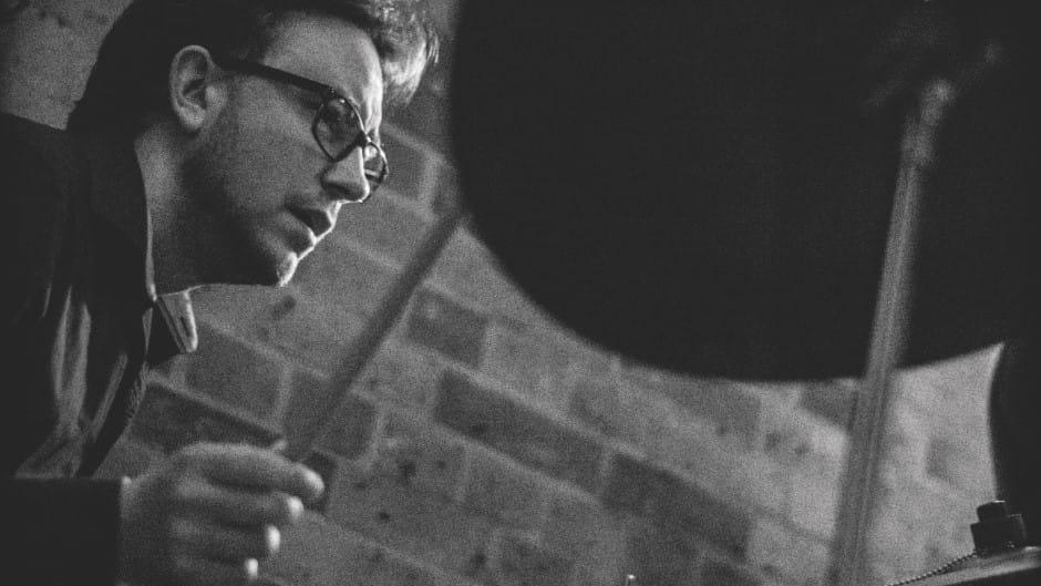 Kasper Tom Christiansen underviser i trommer på Odense Musikskole